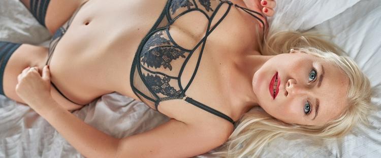 Escort Hannover Modell Liv in bed