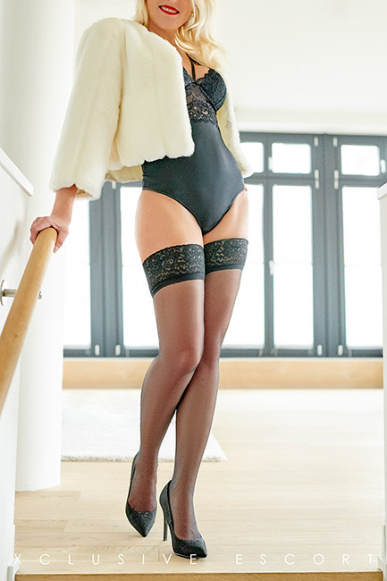 Please com ein to beautiful Escort Hamburg Model Nina