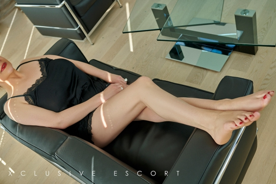 Sina from Escort Hamburg shows her beautiful feet