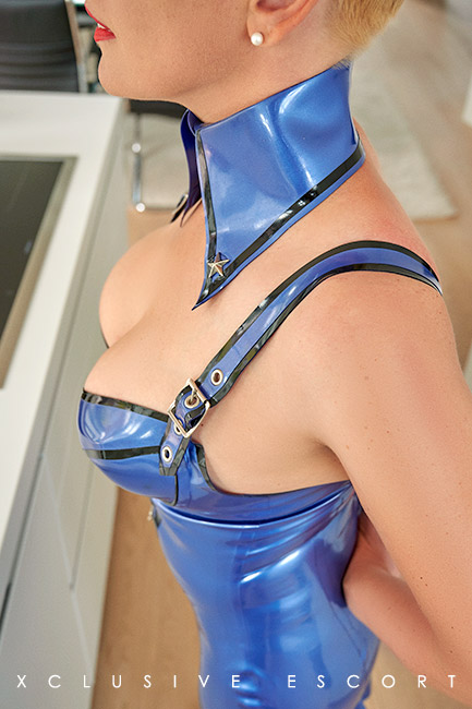 Escort Hamburg Model Lea in Latex