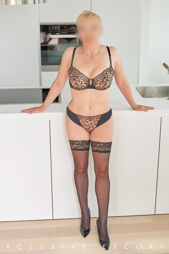 Escort Hamburg Model Lea in hot Stockings