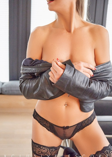 Escort Hamburg Model Jette with bare skin