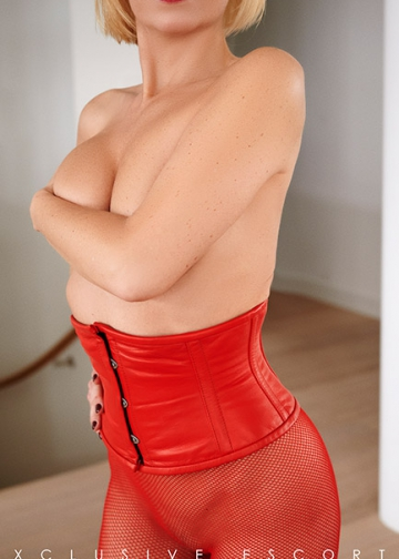 Escort Hanover Model Mira in red Leather