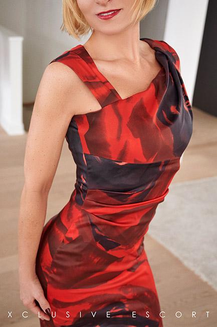 Escort Hanover Model Mira in red Dress