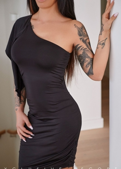 Escort Frankfurt Model Ricarda in elegance dress