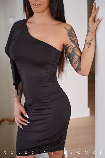 Escort Frankfurt Model Ricarda in elegance dress