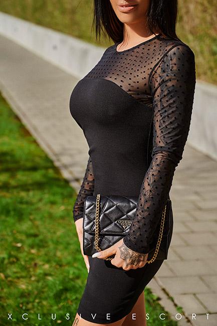 Escort Frankfurt Model Ricarda in sexy black Dress