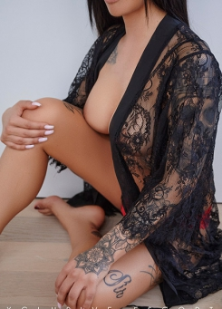 Escort Frankfurt Model Ricarda in hot Neglige