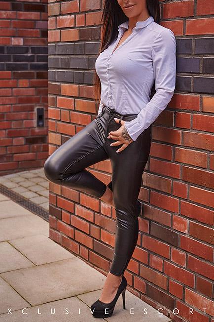 Escort Frankfurt Model Ricarda in sexy Leather