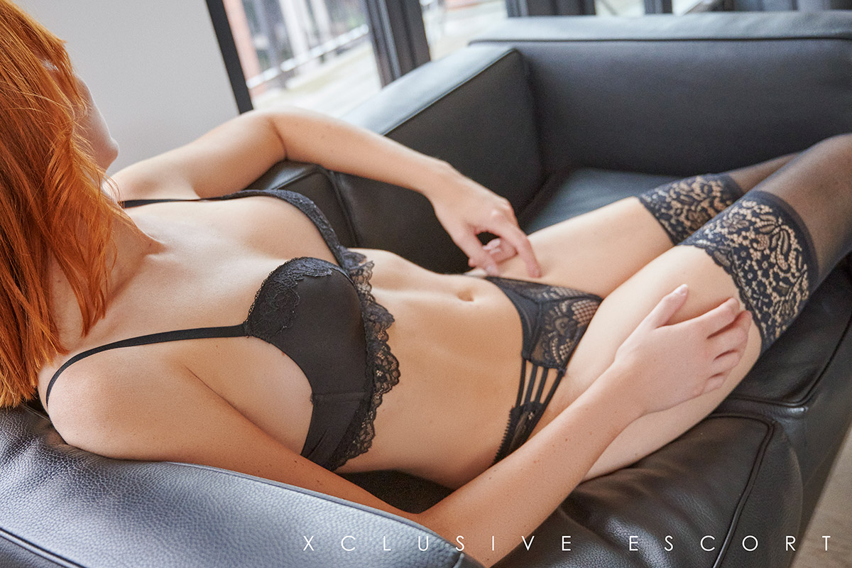 Escort Hanover Model Mia relaxed in hot Lingerie