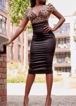 Escort Berlin Model Naomi in sexy elegance Outfit