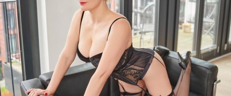 Escort Hamburg Model Eve in provocative Posing