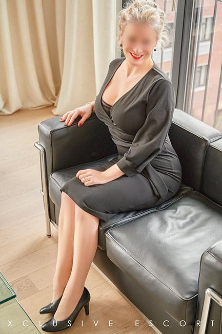 Escort Model Eve by Escort Hamburg in classic Dress