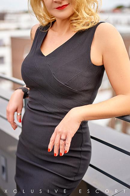 Escort Model Annabelle by Escort Hamburg in classic black Dress