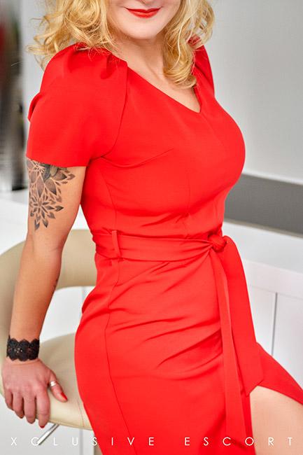 Escort Model Annabelle by Escort Hamburg in lovely red Dress