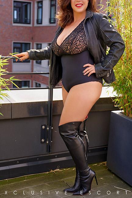 Escort Model Tara by Escort Hamburg in hot Leather boots