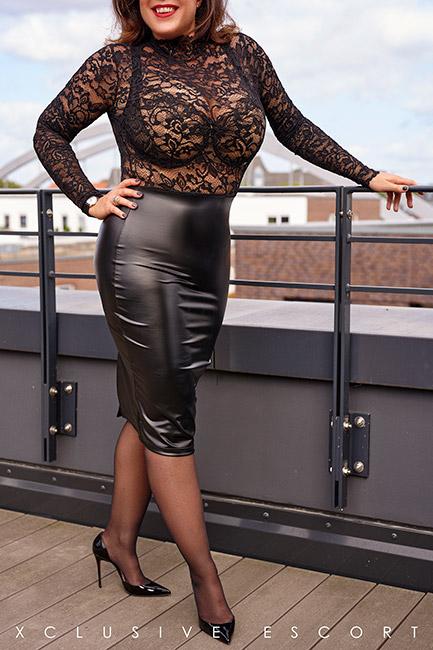 Escort Hamburg Model Tara in hot Net-Outfit